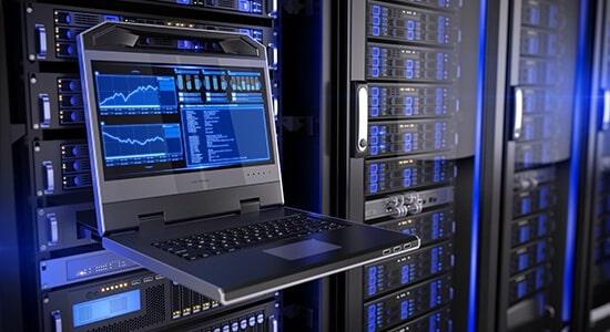 Server-Service_shutterstock_395065996_©Sashkin_550x300px